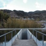 池の下にあるお寺「本福寺水御堂」