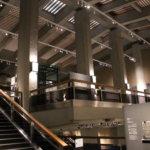 展示をスキップフロアで繋ぐ「東洋館」