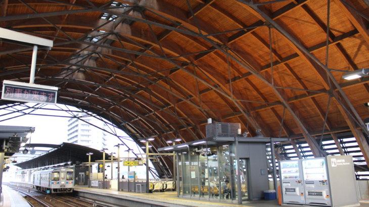 高知県産の杉で造った駅舎「高知駅」