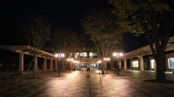 建物を貫くエスプラナード「熊本県立劇場」