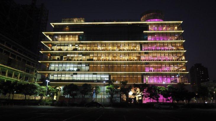 透過性のある現代的な図書館「高雄市立図書館総館(Kaohsiung Main Public Library)」
