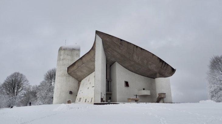 自然と建築の境界と向き合う「ロンシャンの礼拝堂(Notre Dame du Haut)」②