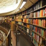 本のテクスチャ化と空間の高濃度化「ストックホルム市立図書館(Stockholms stadsbibliotek)」