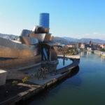 街の経済効果を生む拠点的建築「ビルバオ・グッゲンハイム美術館(Museo Guggenheim Bilbao)」