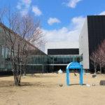 繋がる空間と反射する景色「茅野市民館」