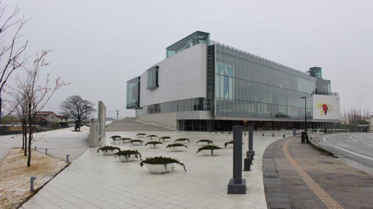 回遊性とシークエンスのある内部構成「富山県美術館」