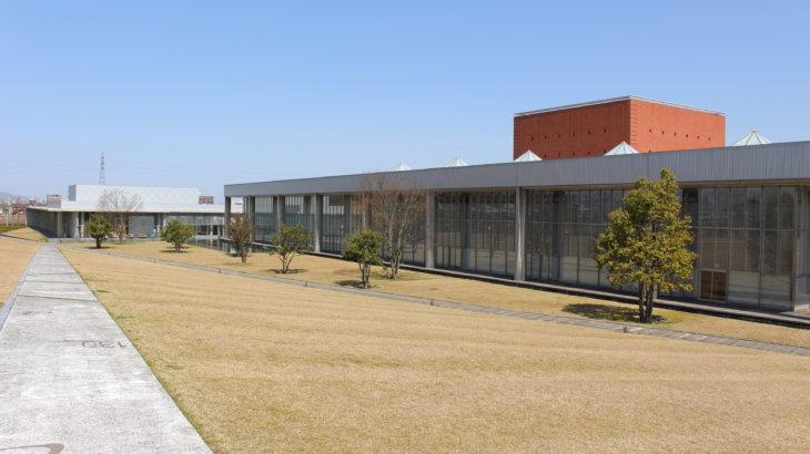 向こう側を感じるワンルームの空間「福井県立図書館・文書館」
