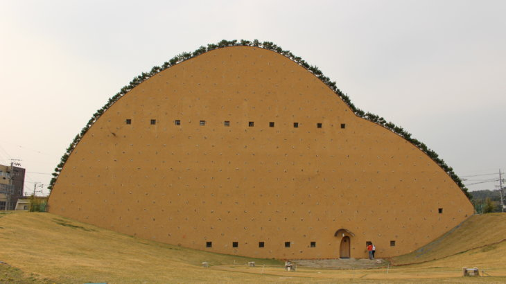 建築もタイルも土の生成物「多治見市モザイクタイルミュージアム」